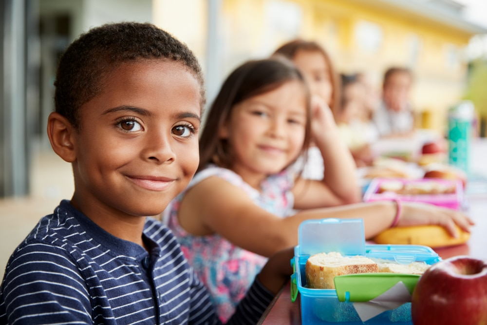 School kids eating healthy lunches